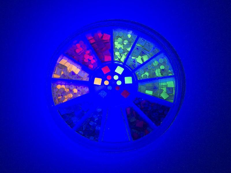 Nagelnitar - Fluorescerande, runda och fyrkantiga