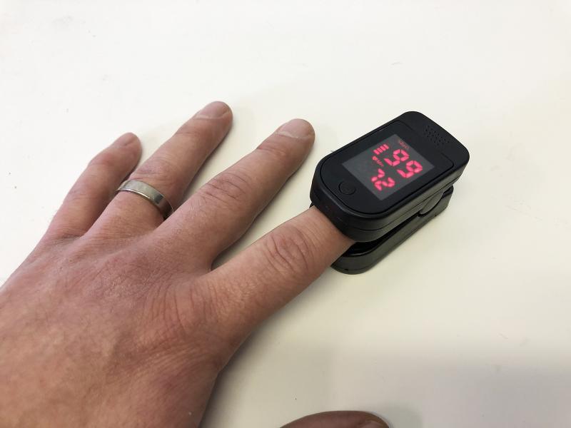Kompakt pulsoximeter för fingret (saturationsmätare)