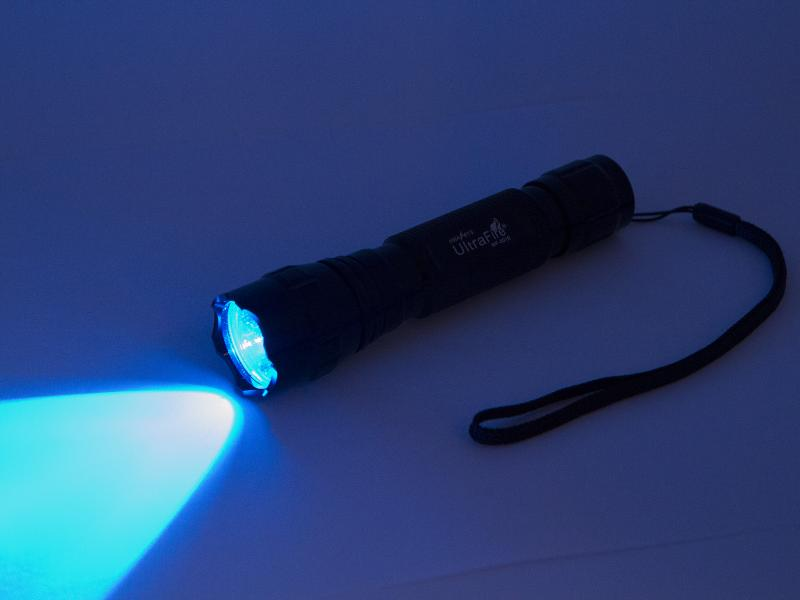 UltraFire WF-501B Ficklampa med blått ljus. 2 Watt